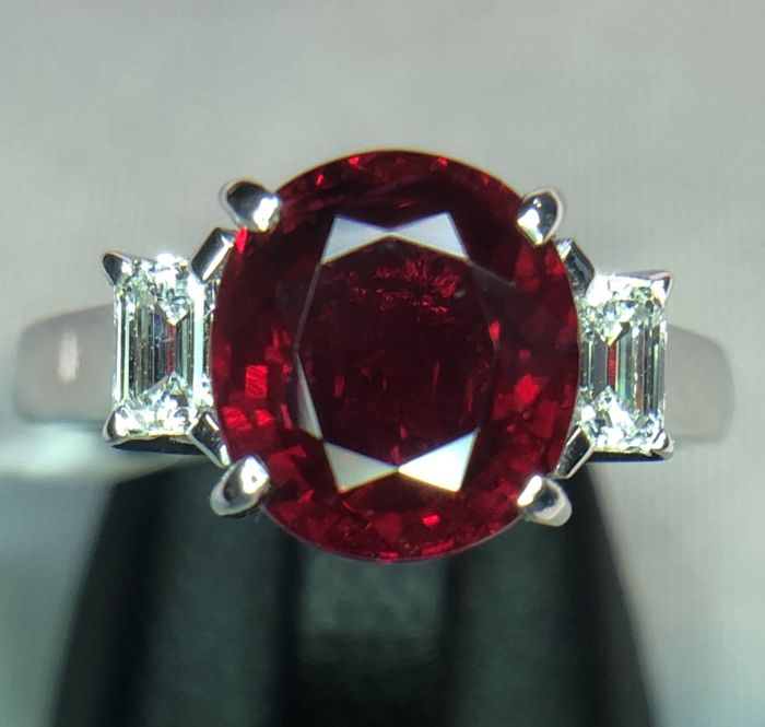 18K white gold ring 3.79gr set with a red ruby 2.55ct and 0.27ct diamonds - EU 49 - free size change