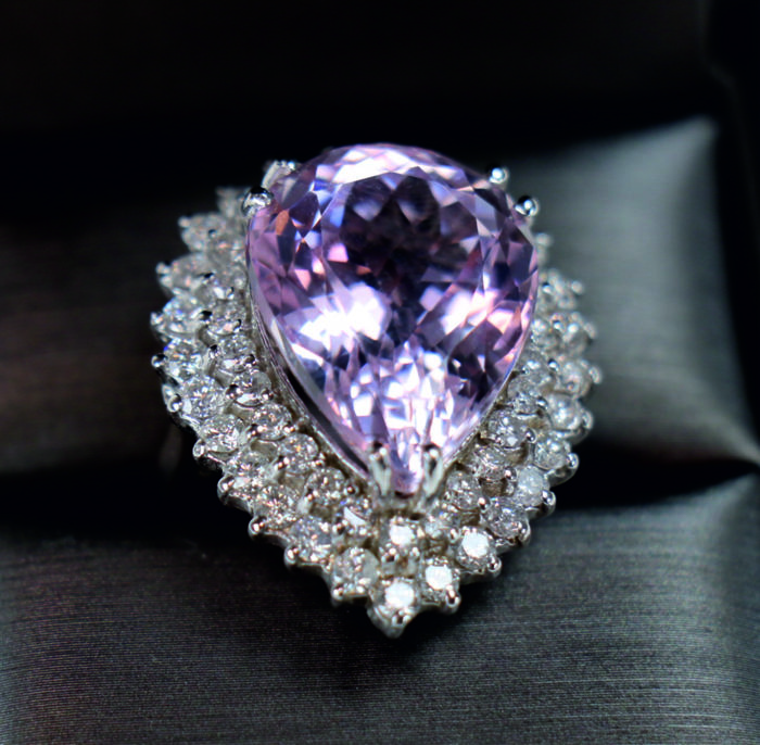 Ring - White gold - Commonly treated - 19.44 ct - Kunzite and Diamond