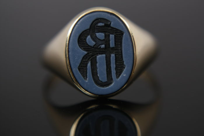 Ring - Gold - Stone-oval Layers