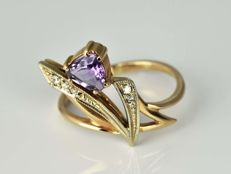 Gold ring 14 kt with amethyst and diamonds Size: 56 (ø 17.8 mm)