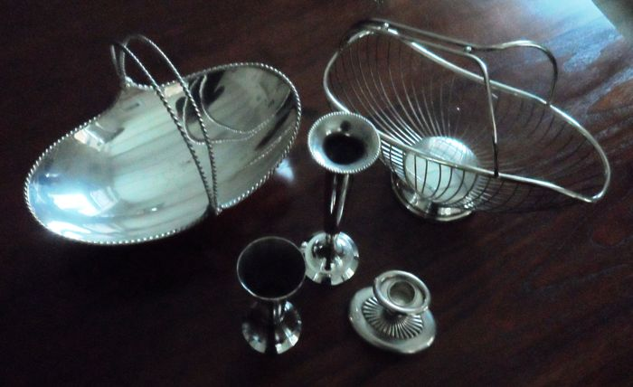 Wine pourer, presenting dish, candle stick, vases - Collection of 5 - Silver plated - The Netherlands - 1950-1999