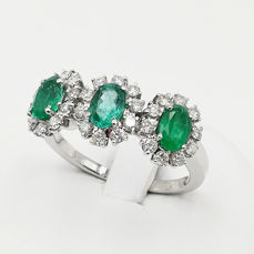 Ring in 18 kt white gold with diamonds, 0.45 ct, and emeralds, 1.50 ct - Size 18