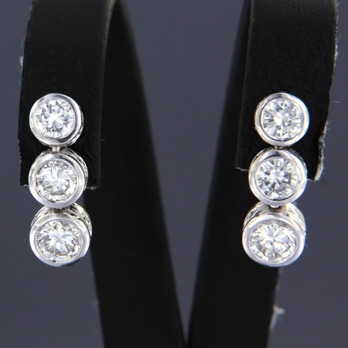 Earrings - White gold - No indication of treatments - 1.4 ct - Diamond
