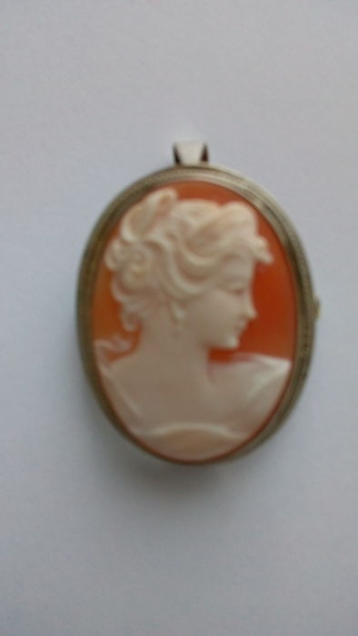 Silver pendant & brooch with cameo on shell