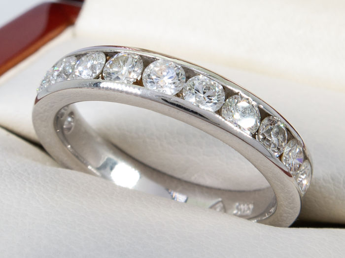 1.20 Ct - diamond eternity row ring in 14kt gold - 12 diamonds - No Reserve price