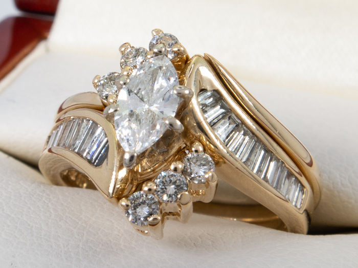 0.97ct with 0.35ct solitare ring set - 0.35/Si1 with H color - No reserveprice