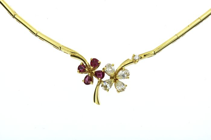 Segmented necklace with pendant, made in Italy, in 18 kt (750/1000) gold, 21.1 g - set with 0.75 ct natural diamonds and 0.80 ct natural rubies - necklace length 41.2 cm