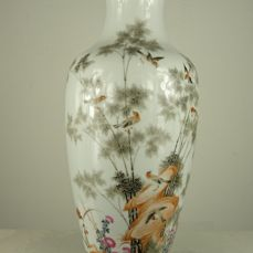 A large porcelain vase with birds decor - China - second half of the 20th century
