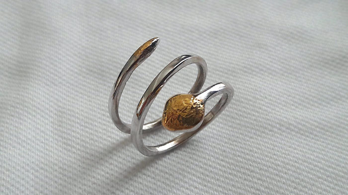 Snake-shaped ring in 18 kt white and yellow gold - NO RESERVE