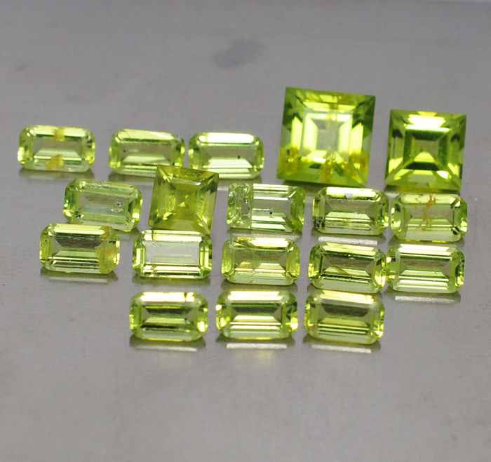 Peridots - 6,72 ct total - 18 pcs