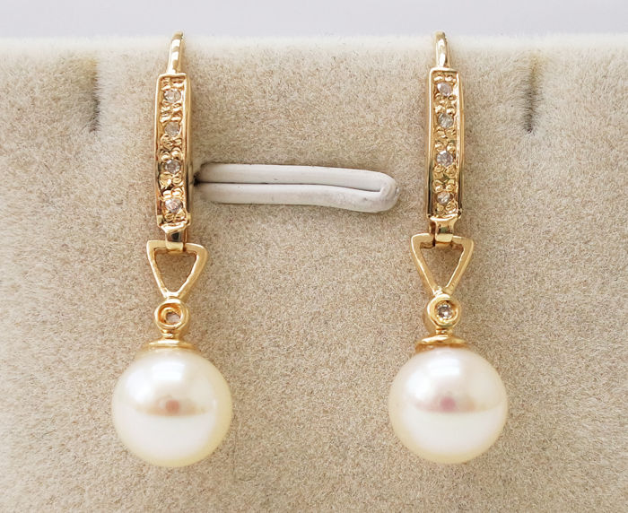 No Reserve Price - 14KT Yellow Gold Earrings with 7 mm Japanese Akoya Pearls & 0.07 cts Diamond