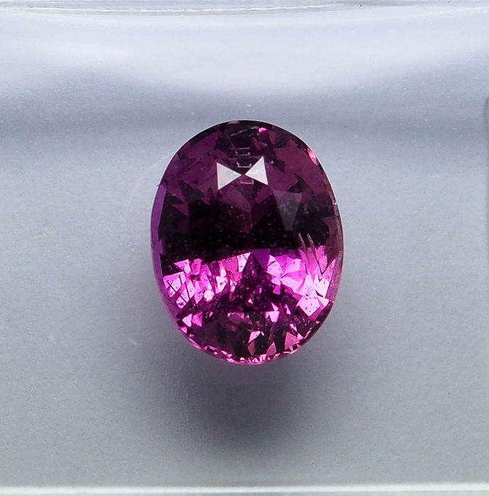 Pink Sapphire - 1.66 ct - No Reserve