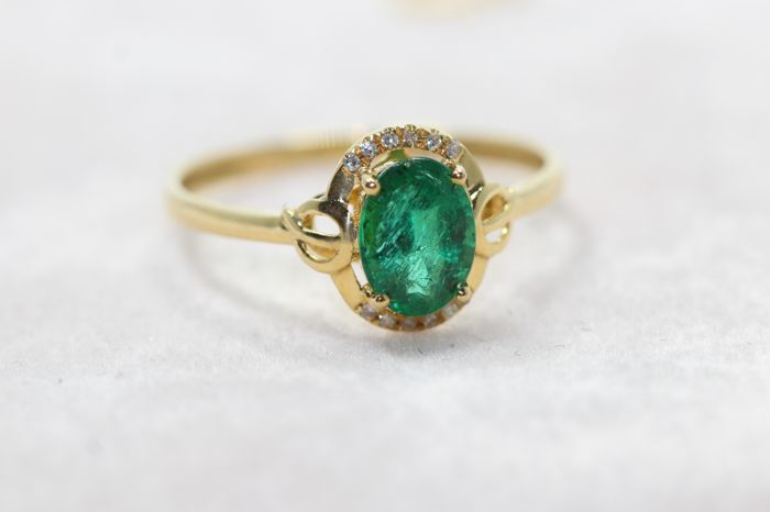 Ring - Gold - 1 ct - Emerald and Diamond