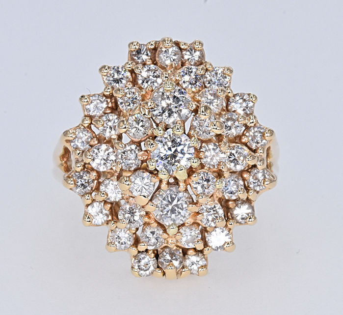 1.74 Ct Diamonds ring. 14kt gold, size 13.5 adjustable. NO reserve price.