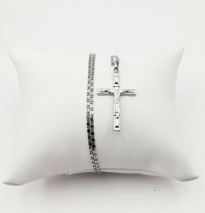 Necklace with Pendant - White gold