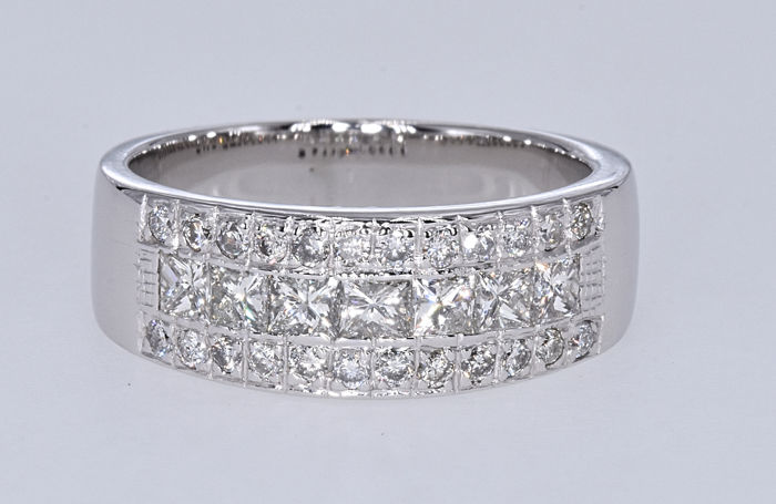 1.44 Ct Diamonds ring . 14kt white gold, size 15 adjustable. NO reserve price.