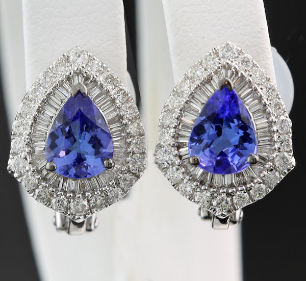 A pair of magnificent tanzanite diamond stud earrings totalling 2.86 ct in 750 white gold --NO reserve---