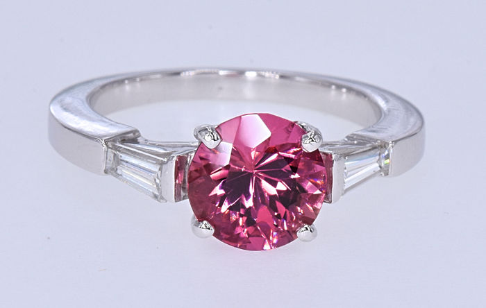 2.29 Ct Tourmaline with Diamonds ring . 18kt white gold, size 10.5 adjustable. NO reserve price.