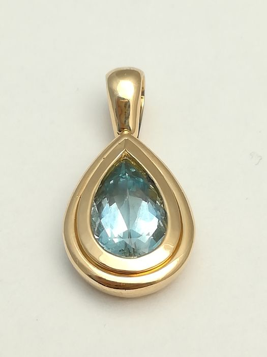 Pendant in gold of 18 kt with blue topaz in pear cut of 11.7 x 7.3 mm