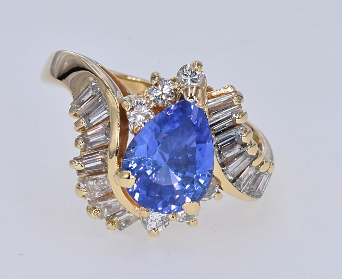 2.85 Ct Tanzanite with Diamonds . 14kt yellow gold, size 17.5 adjustable. NO reserve price.
