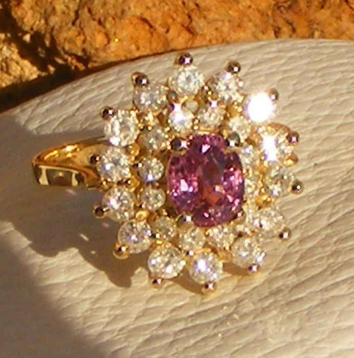 Jeweller's ring 2.18 ct pink Ceylon sapphire VVS and natural diamonds. 18 kt gold - size 53 - Certificate from the IGI laboratoty - no reserve price