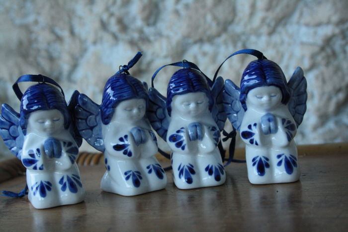 9 Dutch Delft blue angels - Porcelain