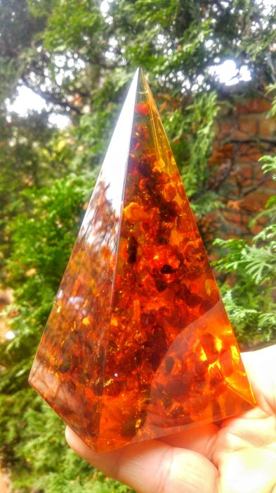Amber (fossilized resin) Pyramid - 17×8×8 cm - 452 g