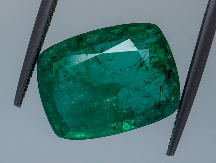 Green Emerald - 10.75 ct - No Reserve