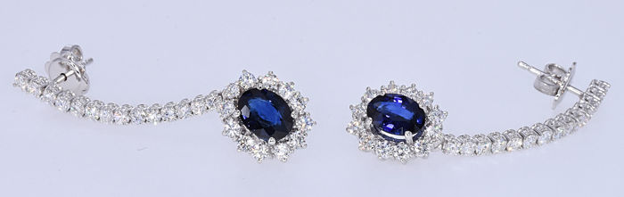 5.36  Ct Sapphires with Diamonds earrings. 18kt gold, size 44x12mm. NO reserve price.