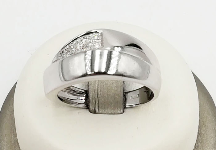 Women's ring in 18 kt white gold with brilliant cut diamonds, colour G/VS, total 0.04 ct - Size 17.50