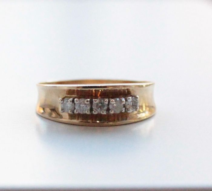 14 kt gold ring set with diamond, ring size 17.25