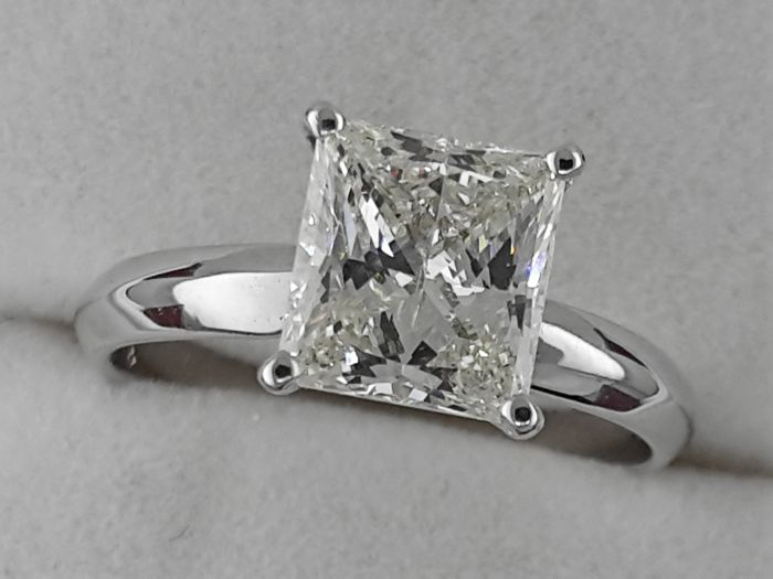 Ring - Gold - Commonly treated - 7.5 ct - Diamond