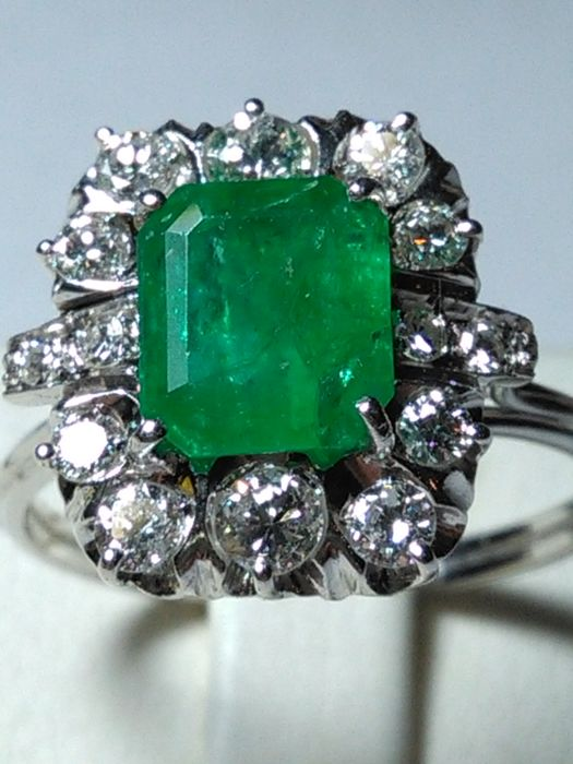 Ring - White gold - Emerald and diamond