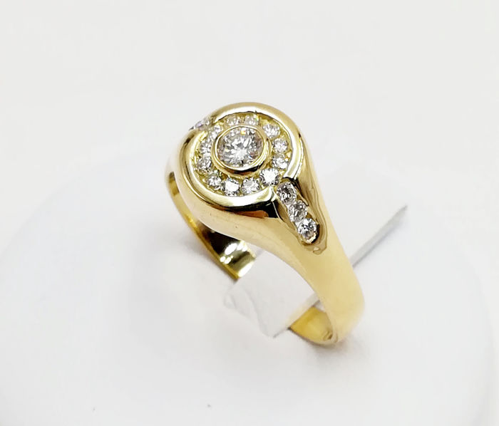 Ring in 18 kt yellow gold with brilliant cut diamonds totalling 0.62 ct, G/VS