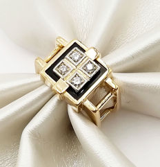 Ring in 18 kt yellow gold with brilliant cut diamonds, colour G/VS, totalling 0.16 ct, and black onyx, size 11.50, total weight: 7.75