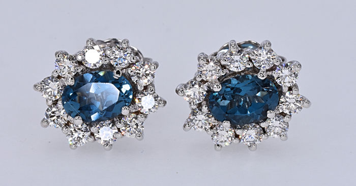 2,26 ct Ct London Topaz and 1,04ct Diamonds, rosette earrings -No Reserve price