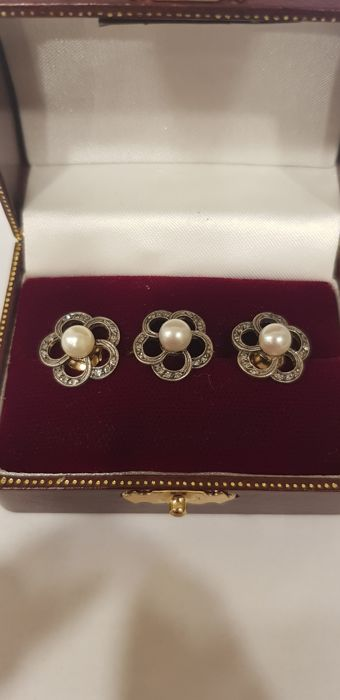 Antique set, consisting of a ring and earrings with diamonds, gold and silver