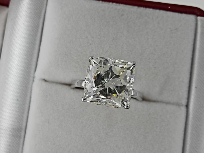 Ring - Gold - Commonly treated - 8.07 ct - Diamond