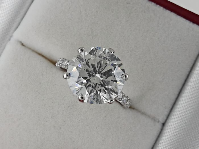 Ring - Gold - Commonly treated - 6.12 ct - Diamond and Diamond