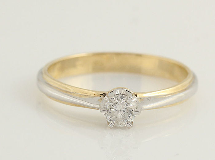 14 kt gold diamond ring - H–SI diamonds 0.27 ct in total - weight: 2.3 g - ring size: 54