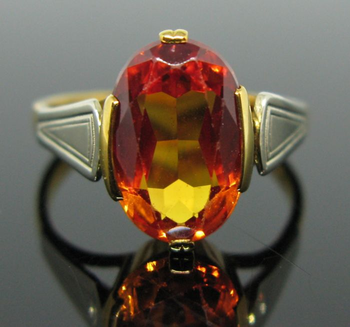 18 kt yellow and white solid gold vintage ring set with 1 mandarine-garnet oval-faceted-cut 3,20 ct. Size 52 (12)