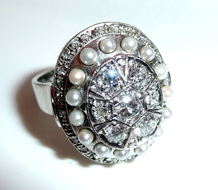 Antique ring 14 kt / 585 gold with approx. 1.1 ct of diamonds (G) + 15 seed pearls, ring size 53 - adjustable