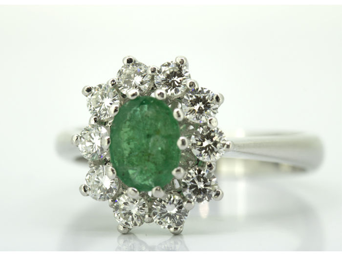 Ring - White gold - Diamond and emerald.