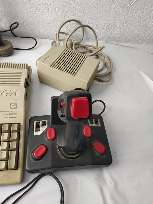 Pc amiga 520, extended to 1000 - 2 joystick, mouse, TV