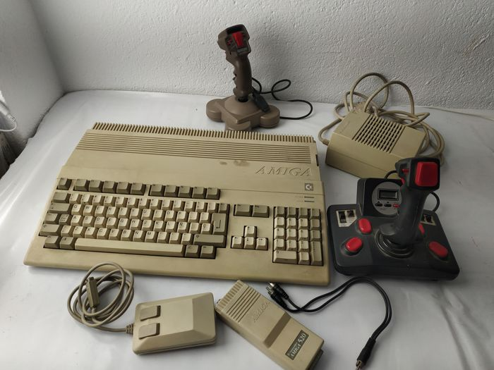 Pc amiga 520, extended to 1000 - 2 joystick, mouse, TV adapter and transformer