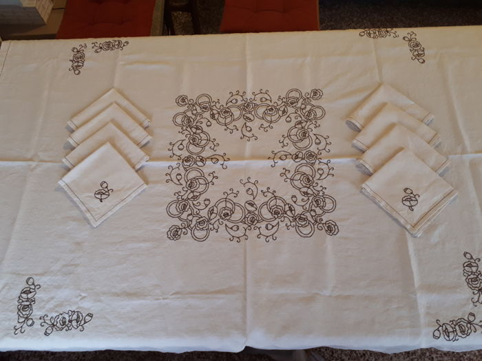 Tablecloth with napkins - linen blend