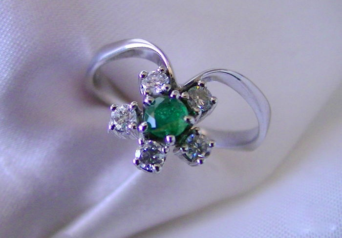 Ring - White gold - Natural (untreated) - Emerald and Diamond