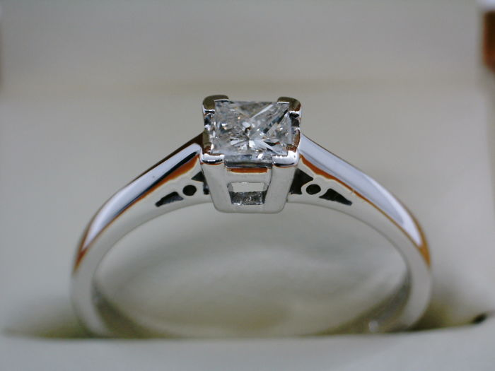 Ring - White gold - Natural (untreated) - 0.33 ct - Diamond