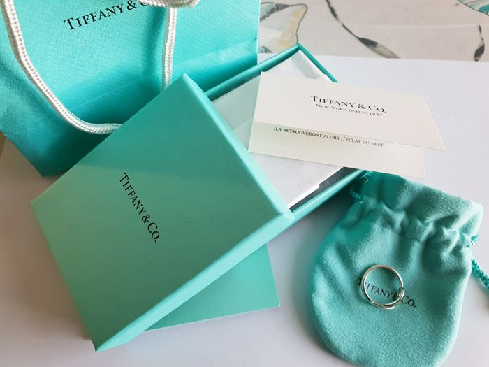 TIFFANY & CO. - Infinity Ring by TIFFANY & CO. in Solid Silver 925, Size 54 (18 mm in diameter)