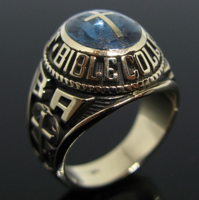 """14 kt solid Yellow gold """" Johnson Bible College """" set with oval cabochon blue topaz with cross. Size: 56 (16)"""